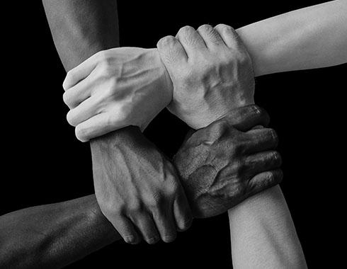 gestion de personas toxicas manos